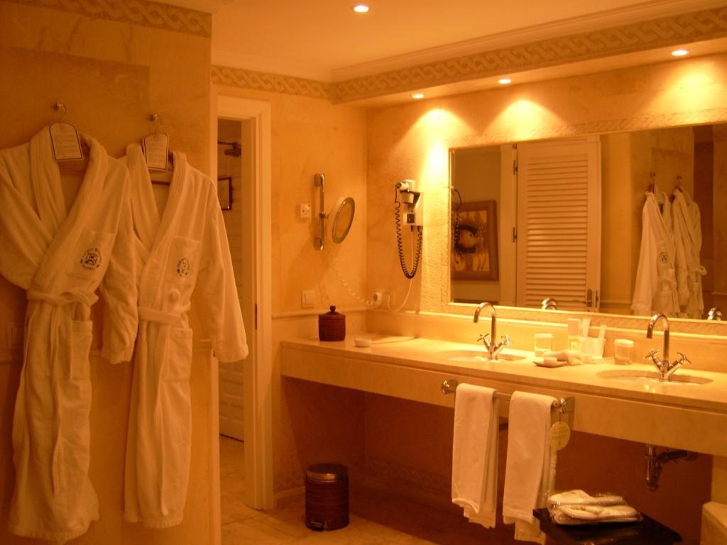 ванная со светодиодным освещением