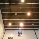 черный реечный потолок