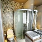 маленькая ванная с мозаикой