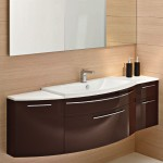 большая тумба для ванной коричневого цвета