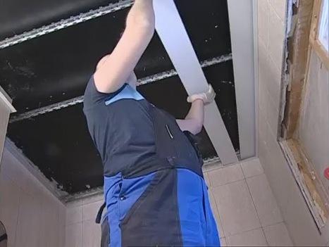 Реечный потолок в ванной комнате своими руками