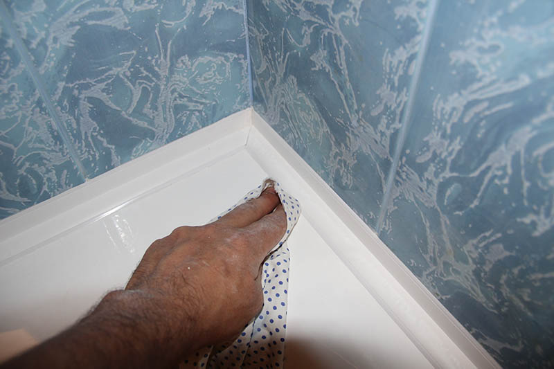 Как на ванной сделать бордюр для