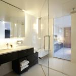 Ванная в стиле модерн в белых тонах